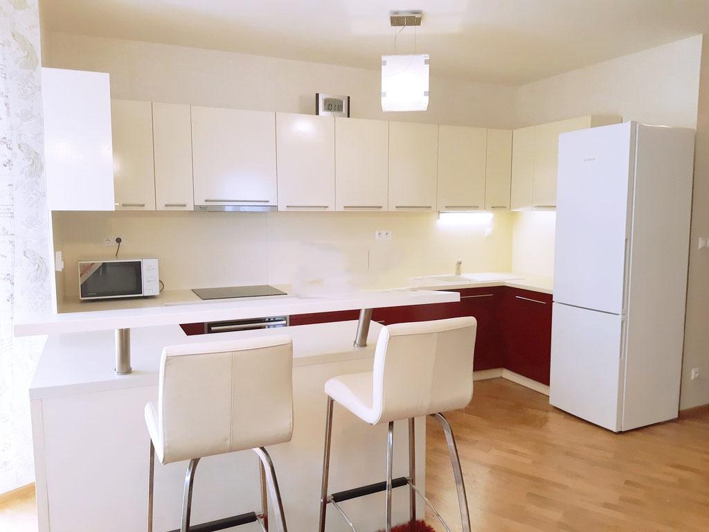 Prenajmeme 3 i. byt v Novostavbe na Kramaroch, 850€ s en. garažove statie