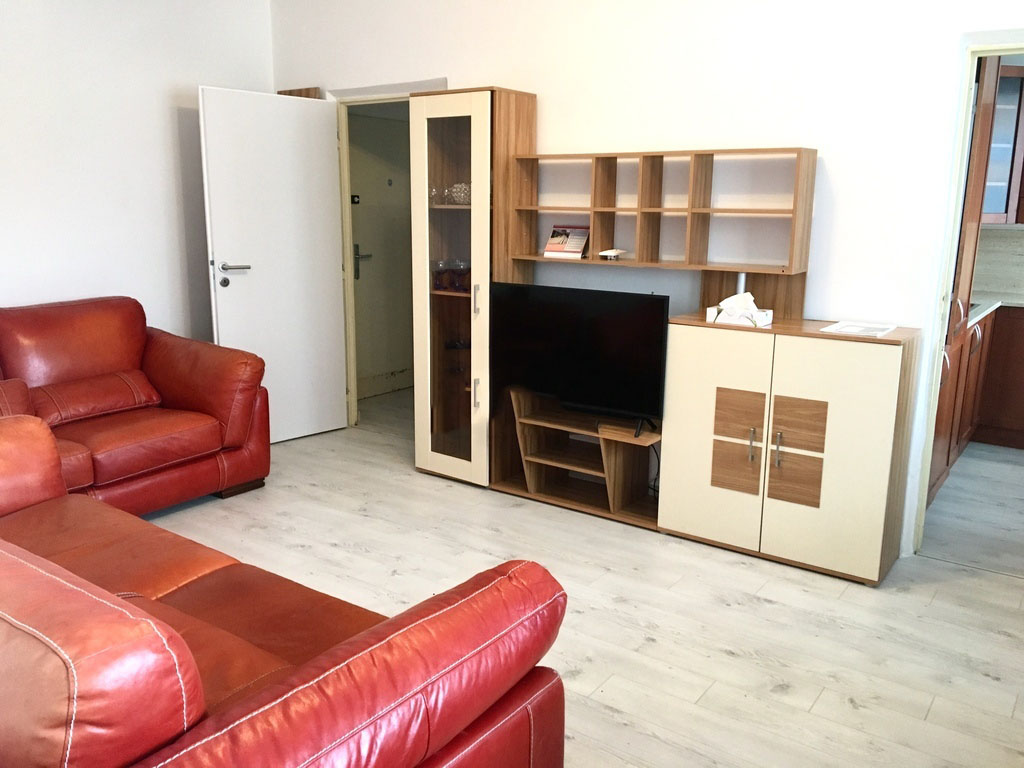 Prenajmeme prerobeny 3 izbový byt v KVS Gabčikova ul. 750€ s en.