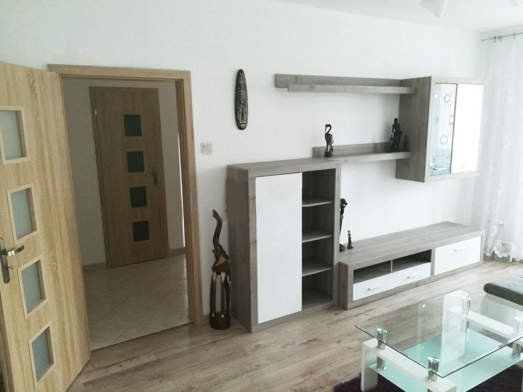 Prenajate,,Prenajmeme 2 izbovy byt na začiatku Petržalky, blizko električka , kompletne zariadený