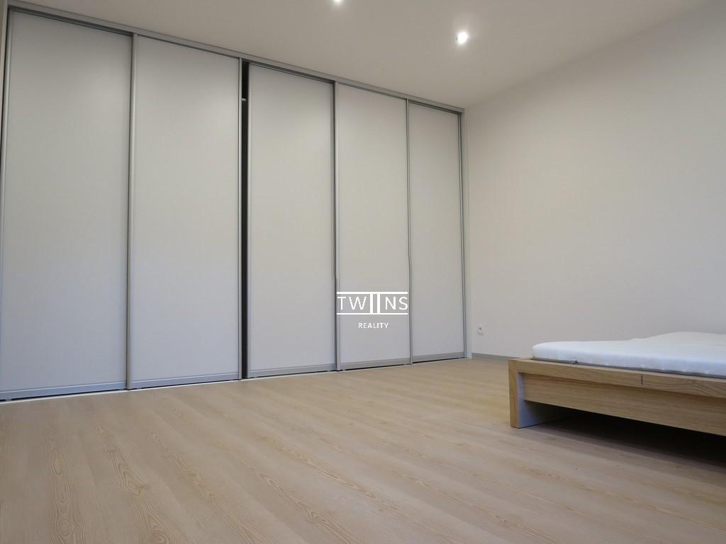 Prenajate ✔??Prenajmeme kompletne zrekonštruovaný a obrovský 44 m2  1- izbový, byt blízko centra – Račianske mýto, Šancova