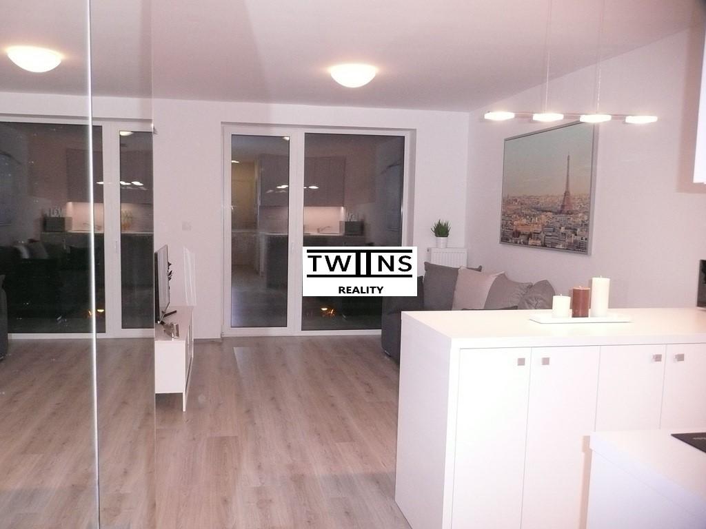 PRENAJATÉ — NOVÝ zariadený byt 1+KK s loggiou 29 m2 a s klimatizácou, Miletičova, pri nákupnom centre CENTRÁL