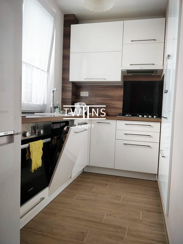 Prenajate??Prenajmeme kompletne zariadeny a krasne prerobeny 2,5 izbovy byt na Kramaroch. Fajn Parkovanie ?