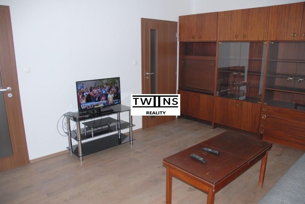 ✍ 2-izbový byt po rekonštrukcii, Muškátová ulica – Ružinov, Internet, Kabelová TV a energie v ceně: 510€/mes