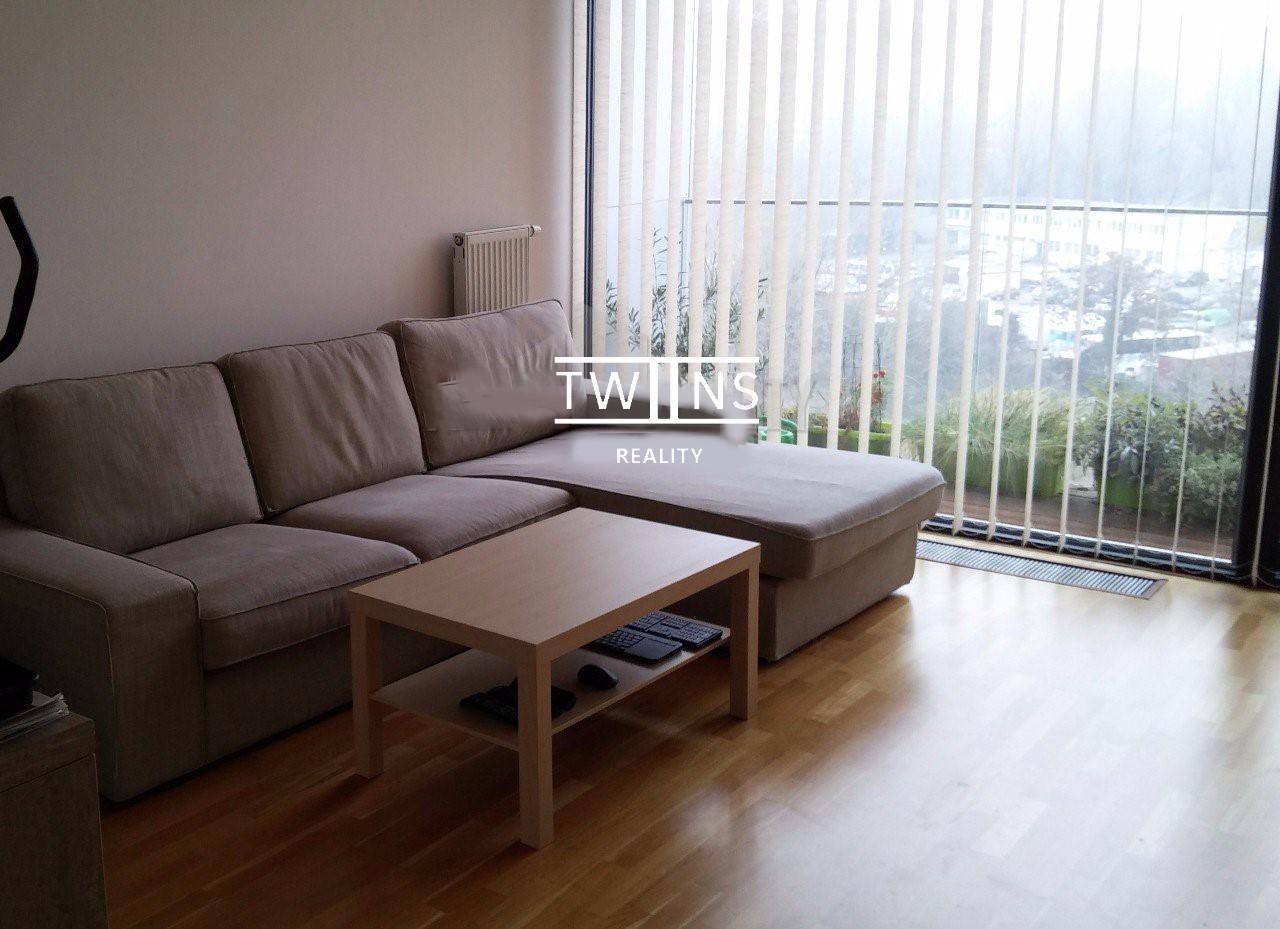 Prenajate ! Prenajmeme 2-izbový priestranný byt v Novostavbe vrátane garážového státia v suteréne domu