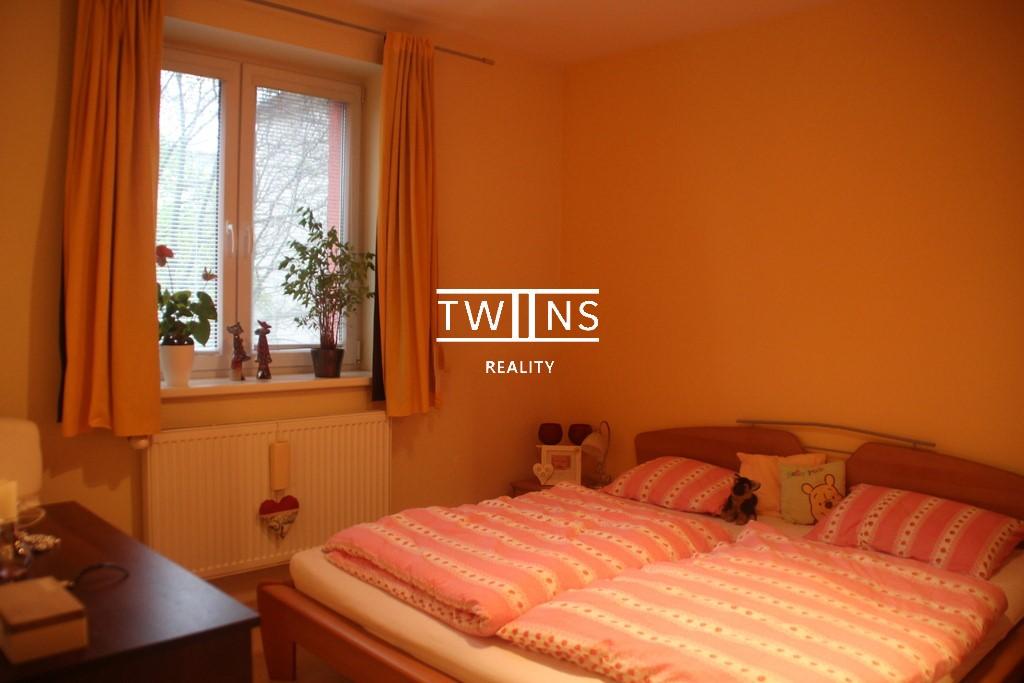 2-izbový tichý byt v Ružinove (BA – Mlynské Nivy) s parkovaním 🚗a výhľadom do 🌳