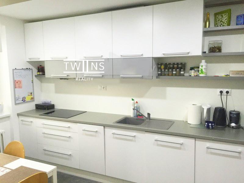 2-izb-zrekonstruovany-plne-zariadeny-pri-oc-central-d1-693-6934583_1