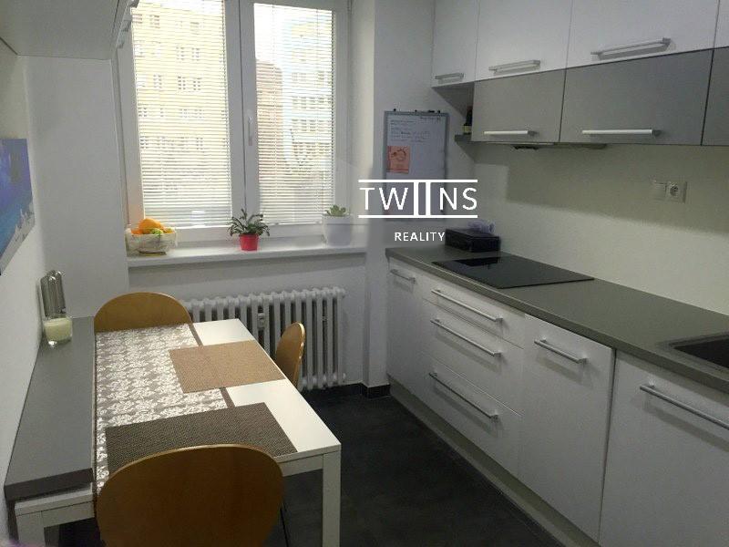 2-izb-zrekonstruovany-plne-zariadeny-pri-oc-central-d1-693-6934583_3
