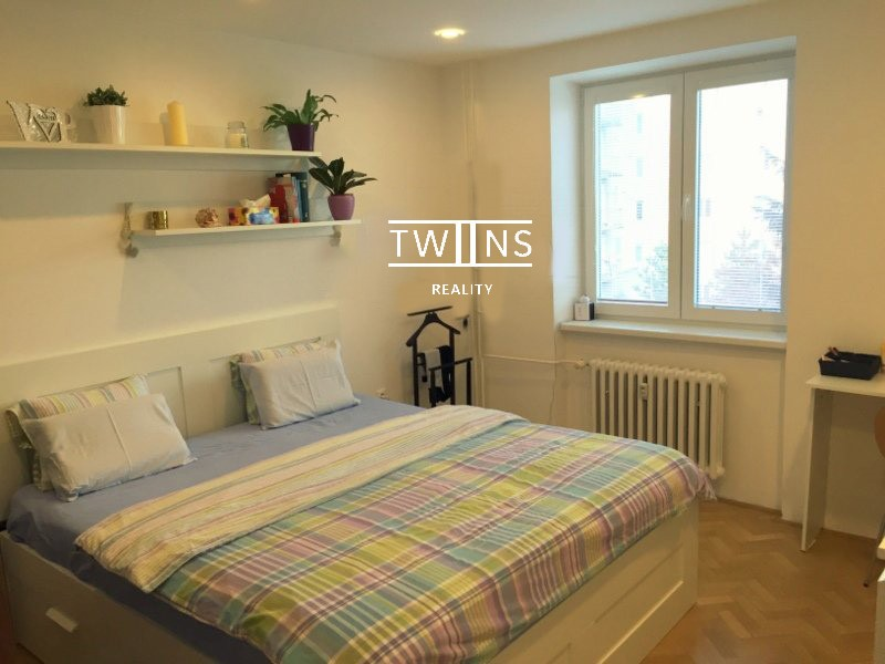 2-izb-zrekonstruovany-plne-zariadeny-pri-oc-central-d1-693-6934583_6