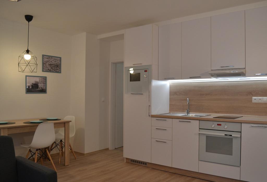 Prenajate ! Prenajmeme kompletne zrekonstruovany 1,5 i. byt na Sancovej .