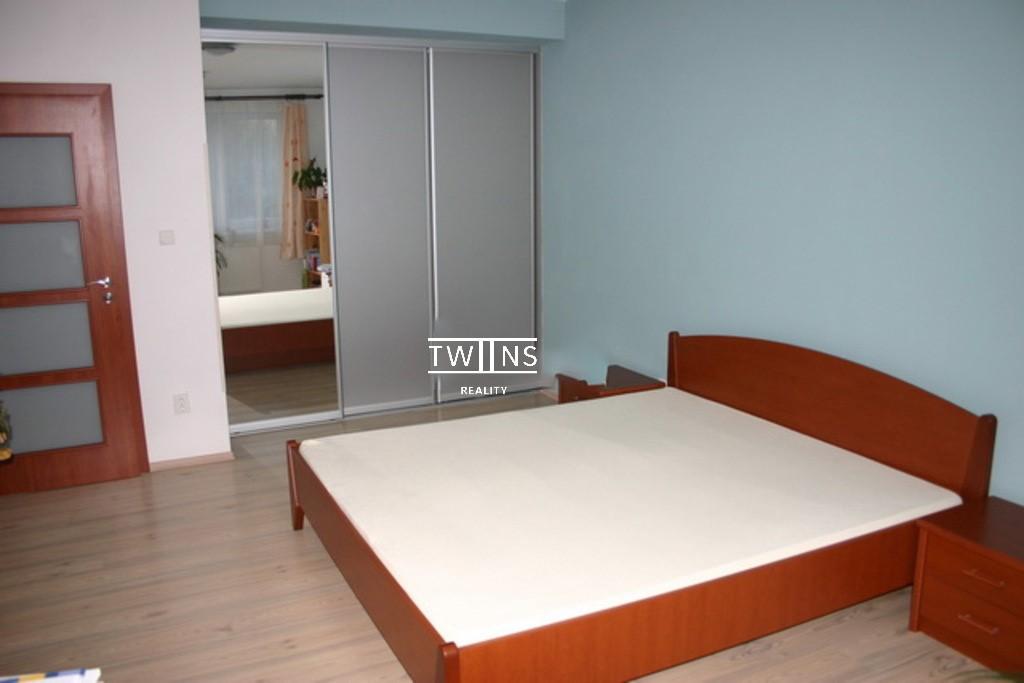 Prenajmeme velkometrazny 2 izbovy byt s 🚗 miestom