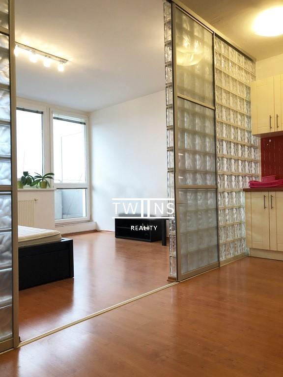 Prenajate ✅🆒Prenajmeme 1-izbový byt komplet zariadený Koloseo Tomašiková ul.