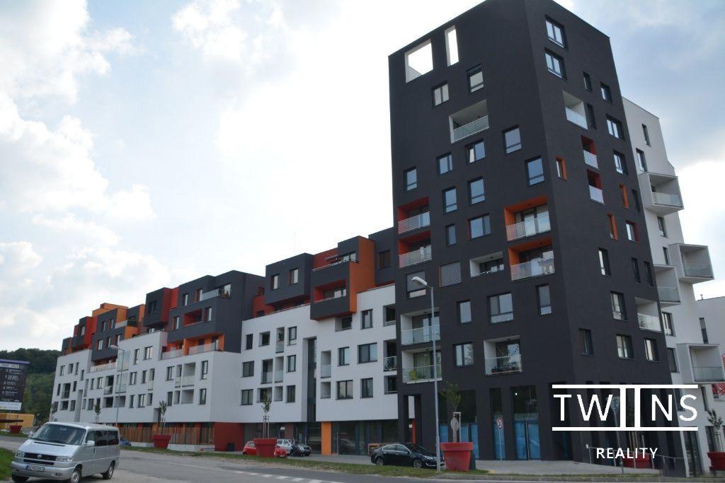 Prenájom krásneho úplne nového  2 i. bytu  v Dúbravke v exkluzívnej lokalite Polianky s parkovacím miestom