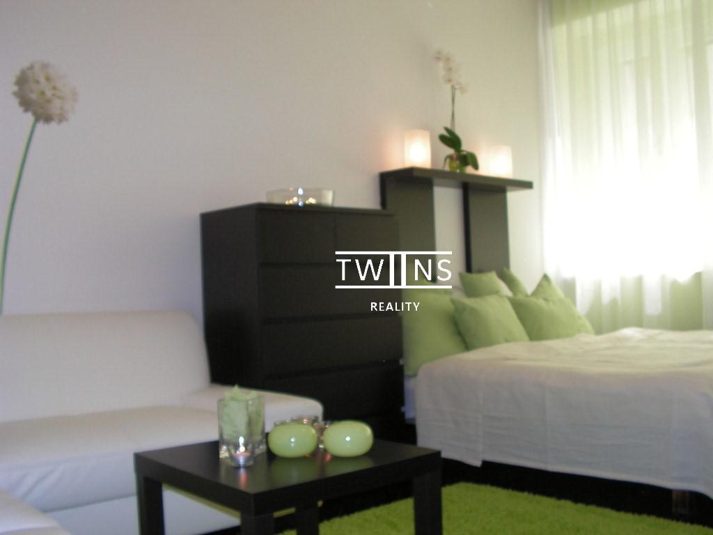 Prenajate !! ✅Prenajmeme utulný 1 izbový byt so spacim kútom🛏 v Starom Meste blizko Eurowei..