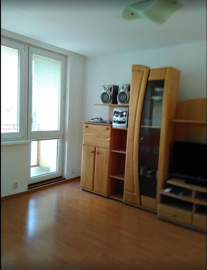 ✔Prenajmeme 2 i. byt s balkonom pri lese🌳 v mestkej časti Kramáre