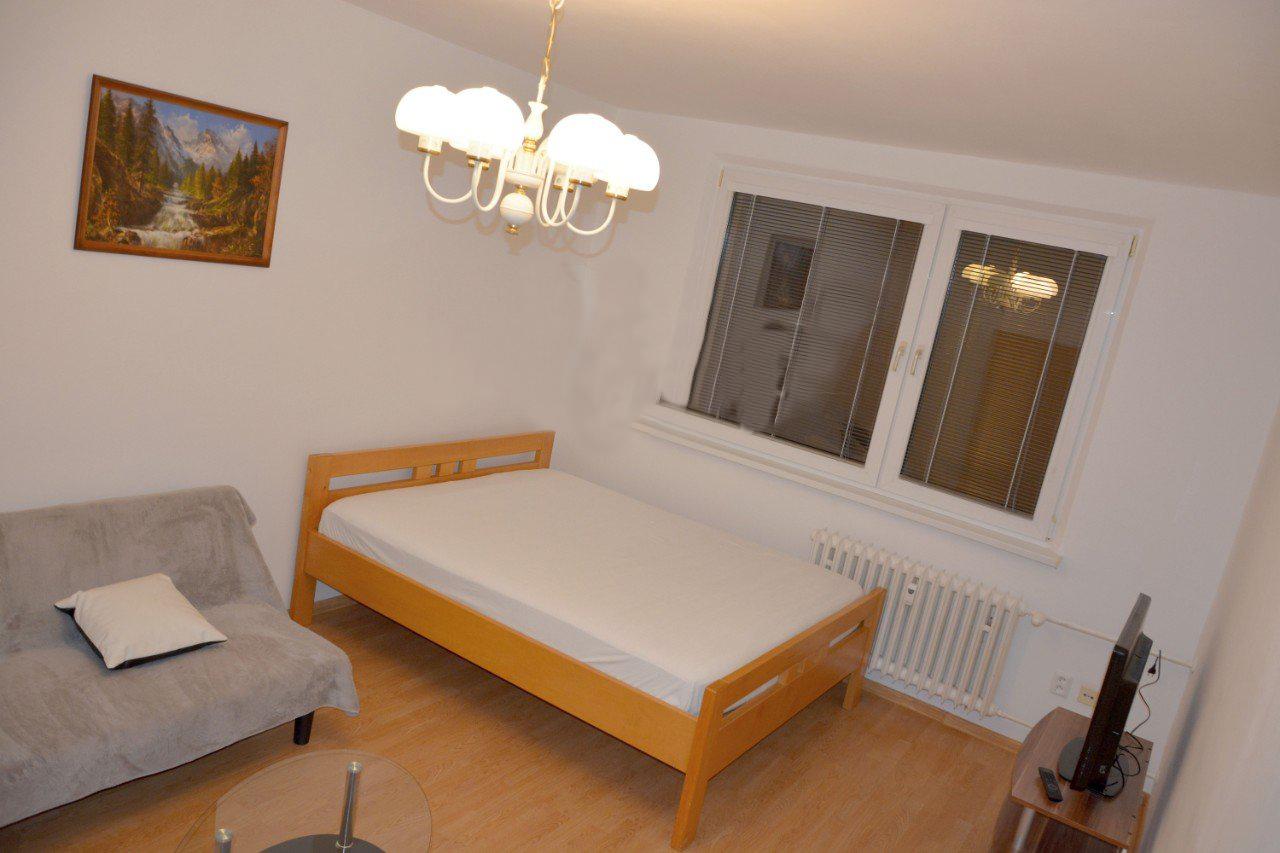 Prenajate !✅Prenajmeme veľmi pekný 1i. byt v Dúbravke , cena : 420 € s en. možné aj zvieratko 🐶🐱