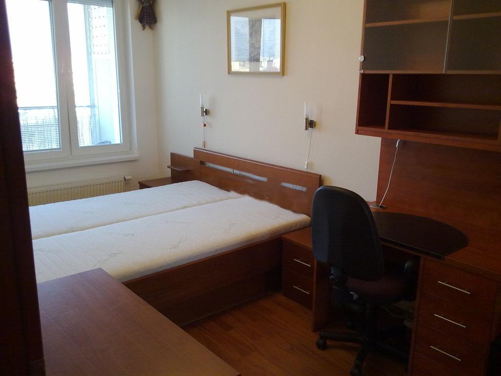 Prenajmeme 2 izbový byt s klimatizáciou v Ružínove Jégeho Alej, super cena : 650€ Vrátane energii a Garaž. státia