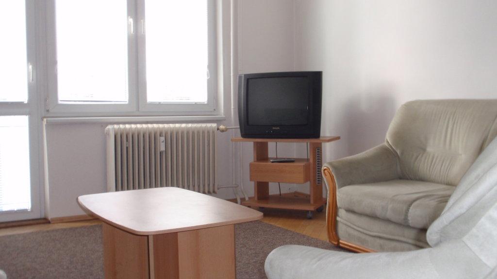 Prenájom 2-izb. bytu pri Štrkovci