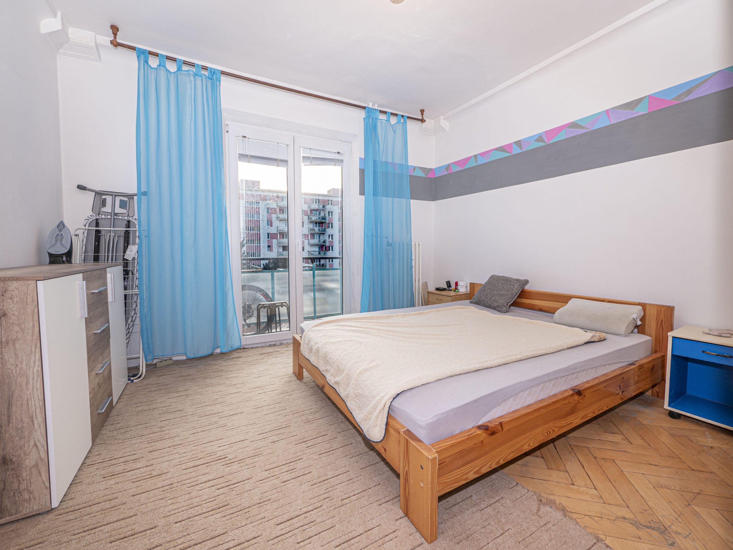 Predáme pekne dispozične riešený 2 izbový byt s balkónom v blízkosti Štrkovca mestká časť Ružinov