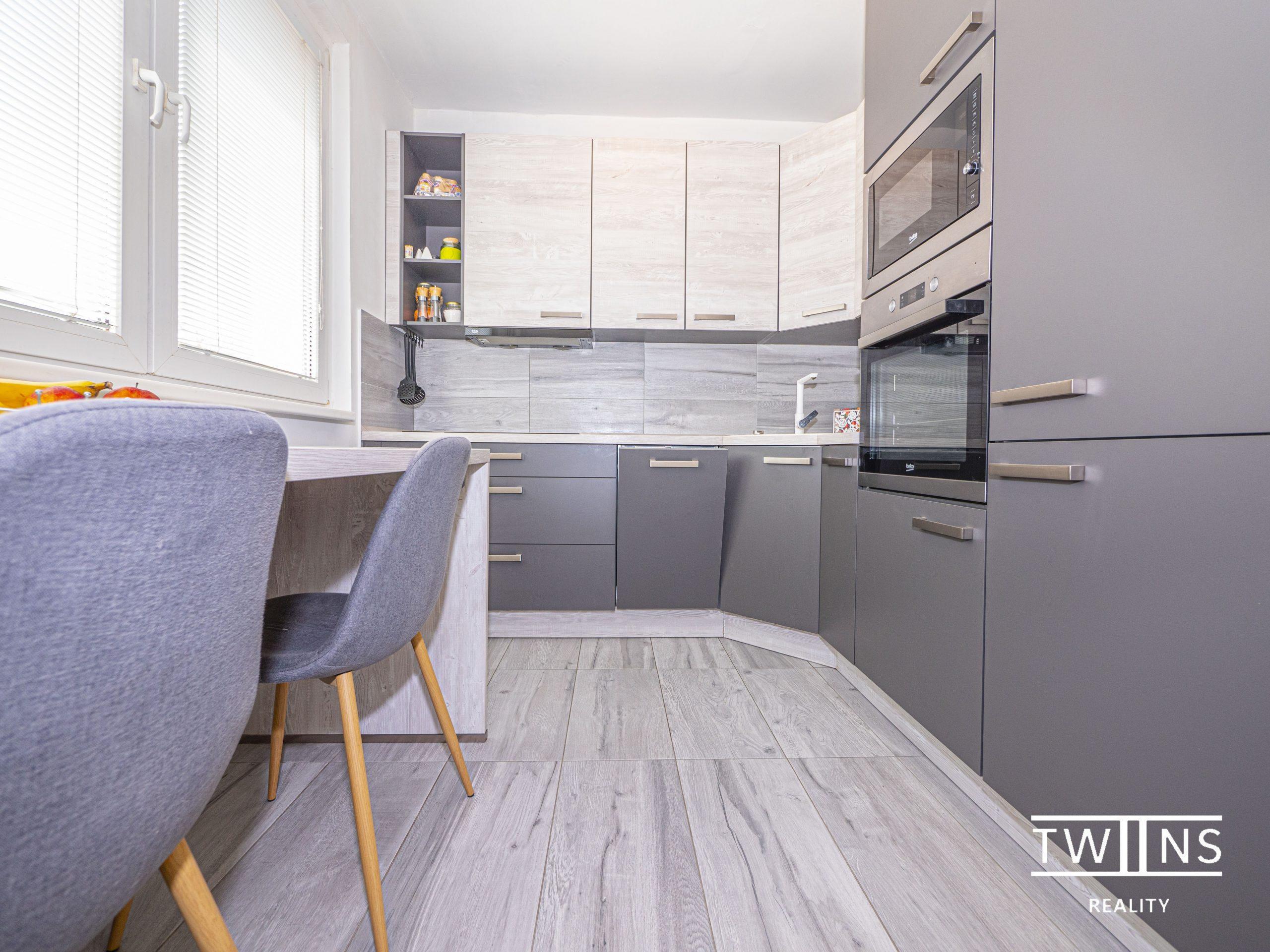 Nedostupné ! Predáme Slnečný ☀ kompletne prerobený 2 izbový byt s nepriechodnými izbami v mestkej časti Rača