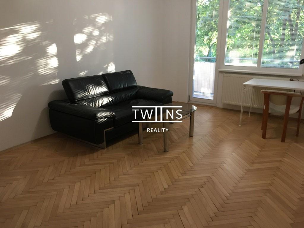 Prenajmeme veľký  2 izbový byt s logiou v Ružínove
