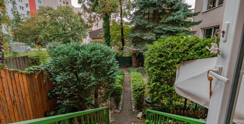 Rezervované !!!!! Predáme unikátny 3 izbový byt v Dúbravke so záhradkou🌳, kompletne zrekonštruovaný.